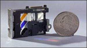 使用新式偏振光栅起偏系统的小型液晶投影机