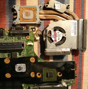 从 T420s 的主板上拆下散热器和风扇